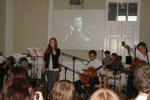 http://www.musik-fuer-menschenrechte.de/2012/06/24/oblawa-jacek-kaczmarski/